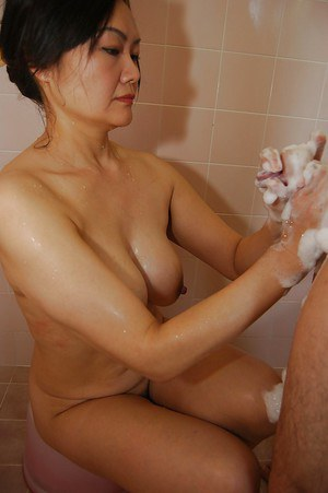 Bathing Moms Porn